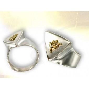 Masonic signet ring with acacia symbol